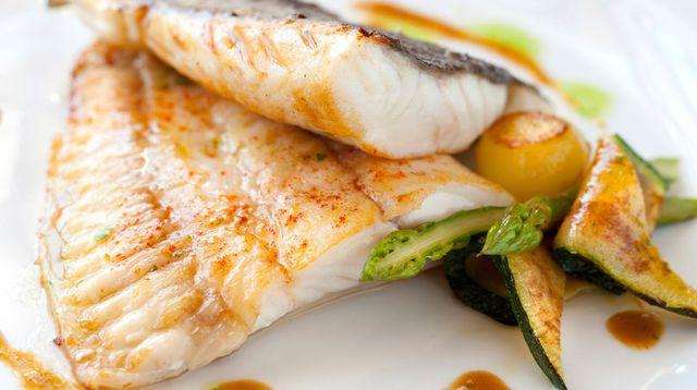 Smażalnia ryb w Niechorzu? Odwiedź naszą restauracje! Polska Kuchnia Niechorze Ryby Morskie Łosoś Dorsz Karmazyn Flądra Halibut Wakacje nad morzem Smażona ryba nad morzem Gdzie na ryby